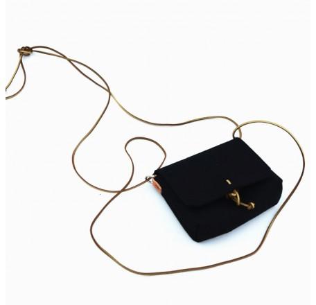 https://www.lesparigotes.com/1600-thickbox_default/tracolla-mini-iki-felt-black.jpg